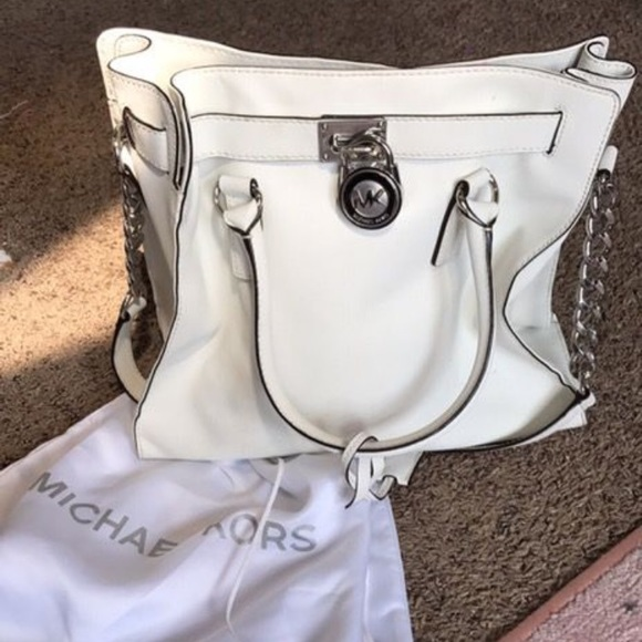 ec0599ce1731 Michael Kors Bags | Mk White Purse With Silver Lock Like Brand New ...